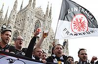 Мощнейший выезд болельщиков «Айнтрахта»: 20 тысяч из Франкфурта на центральной площади Милана