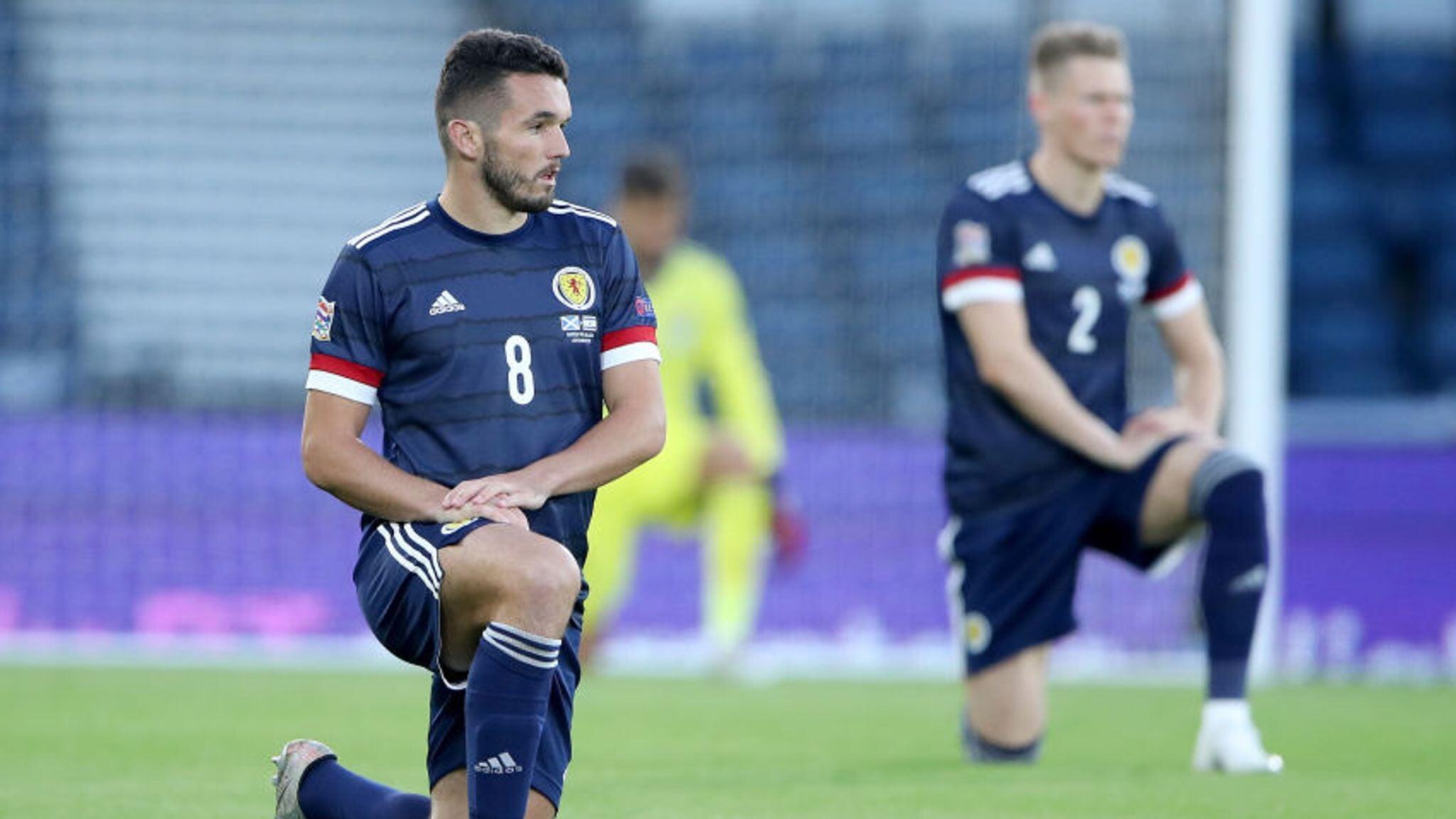 Игроки сборной Шотландии встанут на колено перед матчем с Англией