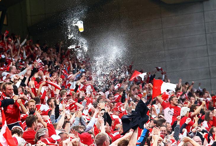 Пивные дожди – хит болельщиков Дании 🍺 Традиции под названием Kastet уже больше 50 лет