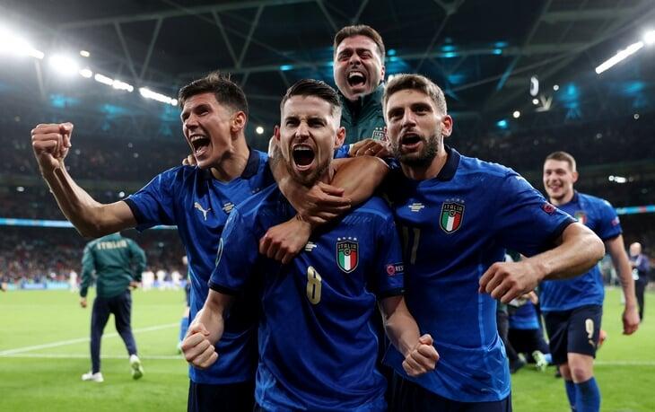 Энрике удивил схемой без нападающих (один из лучших ходов Евро!). Италия адаптировалась только в перерыве (и не полностью), но дотерпела до пенальти