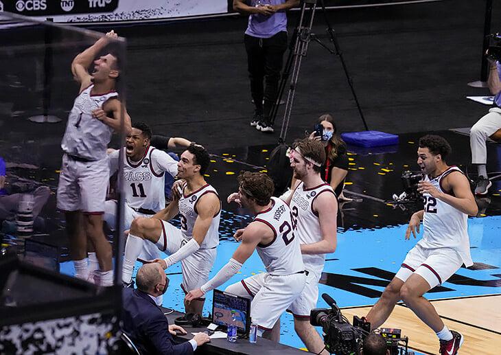 Полуфинал NCAA – пик безумия: спасительное попадание затмил сверхдальний бросок под сирену. Леброн говорит, что это одна из лучших игр