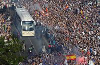 Фанаты «Реала» показывают, как надо встречать команду