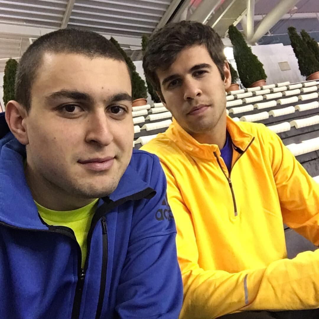 Аслан Карацев играет как кошка и Федерер. Он 10 лет шел к топ-100, а теперь побьется с Джоковичем за финал «Шлема»