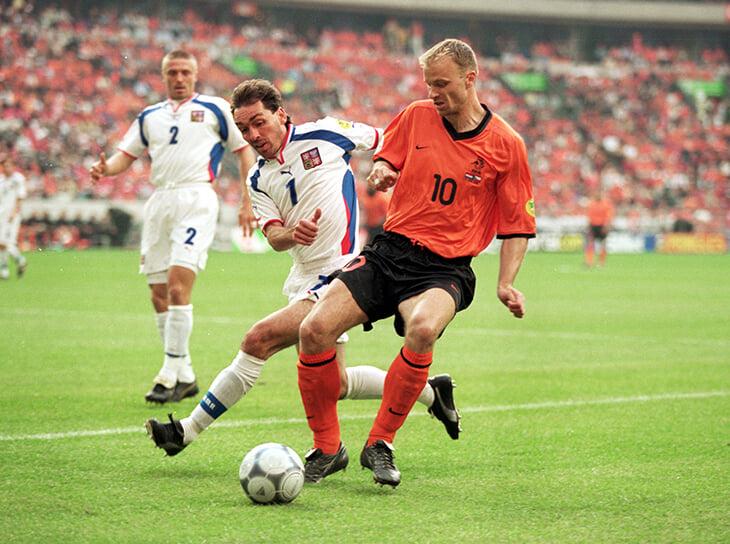 Крик Коллины, скандальный пенальти Де Бура и бровь Стама – пламя от Нидерландов и Чехии на Евро-2000
