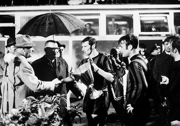 «Ман Сити» выиграл первый евротрофей раньше «Ливерпуля», «Барсы» и «Юве». Но победу в Кубке кубков-1970 не показали в Англии