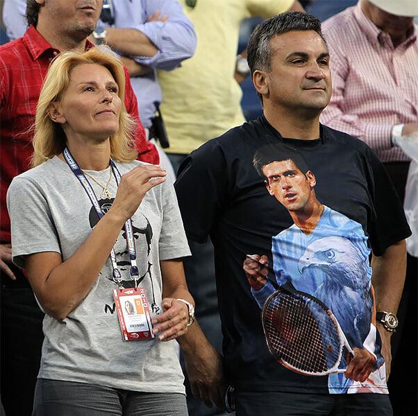 Родители Джоковича 14 лет воюют с Федерером. Называют его высокомерным и мелким человеком