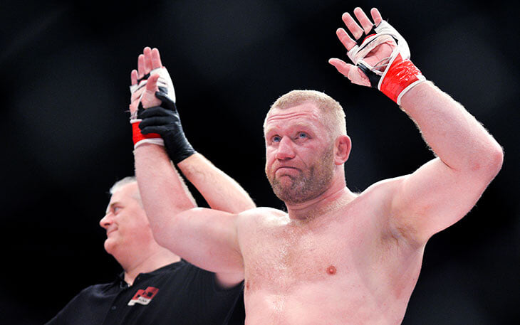 Боец MMA Харитонов в 40 лет дебютирует в профессиональном боксе. Его соперник вырубал Тайсона еще в 2004-м