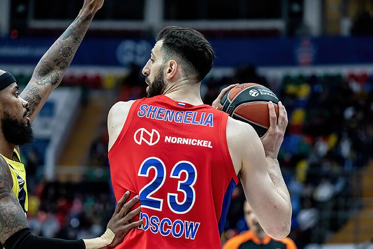 «Один игрок сказал: «Тренер, возможно, мы проигрываем, потому что в России постоянно темно?!» Попытались залезть в голову Димитриса Итудиса