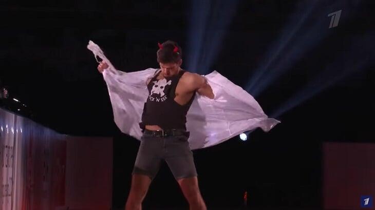Чумовой показательный итальянцев: катались ангел с крыльями и дьявол с рожками, Делла Моника шлепнула Гуаризе трезубцем по попе
