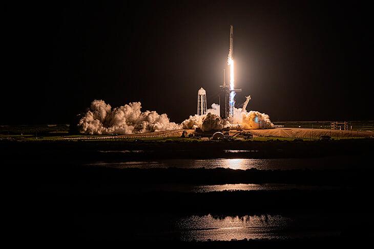 Космический матч в МЛС: увидели запуск ракеты от SpaceX. На борту – только туристы (впервые в истории)