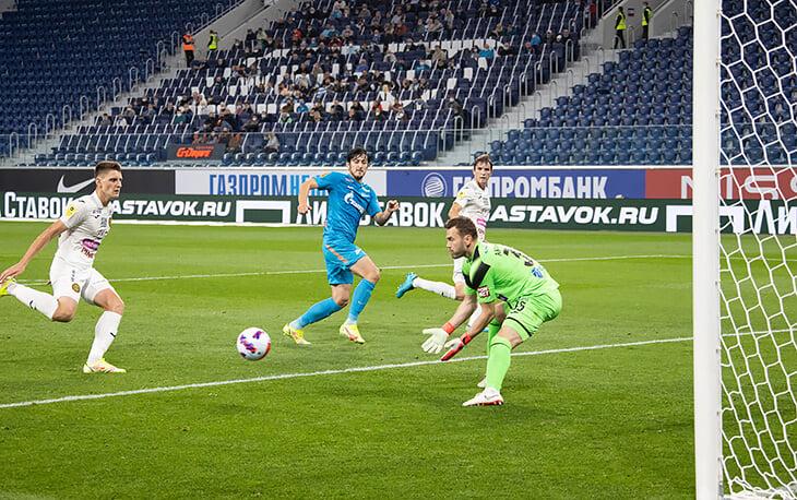 ЦСКА не спасла новая схема – удался лишь один отрезок в первом тайме. Семак здорово отреагировал, выход Дзюбы стал решающим