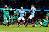 «Сити» снова победил, но, кажется, забил первый гол из офсайда. Гвардиола даже извинился