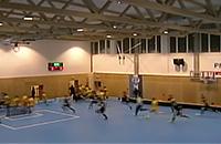 Флорболисты убегают из спортзала перед обрушением крыши