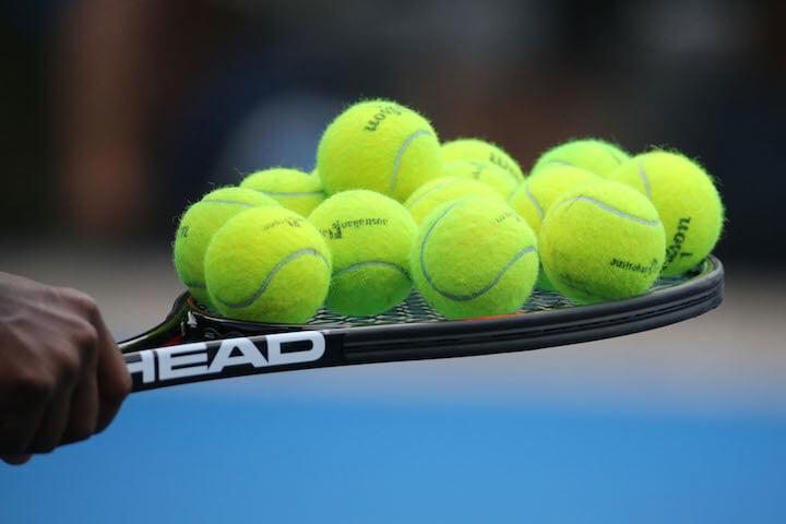 Только в США мужчины и женщины играют в теннис разными мячами. Даже турниры не знают почему