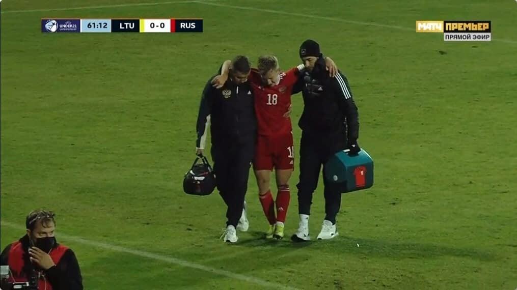 Хавбек Спартака Умяров получил травму в матче за молодежную сборную России