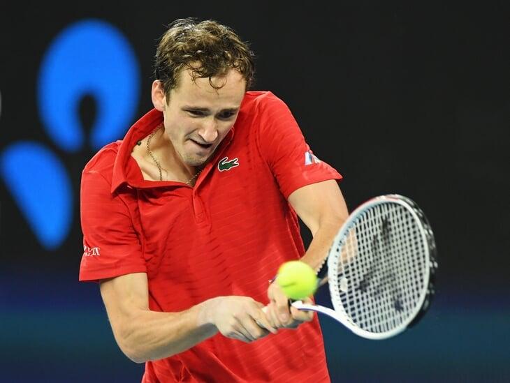 Наши звезды тенниса начали сезон: Медведев много ошибался и кинул ракетку, Рублев – великолепен
