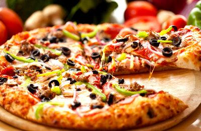 Смотри 1/8 финала ЧМ по футболу вместе с пиццей