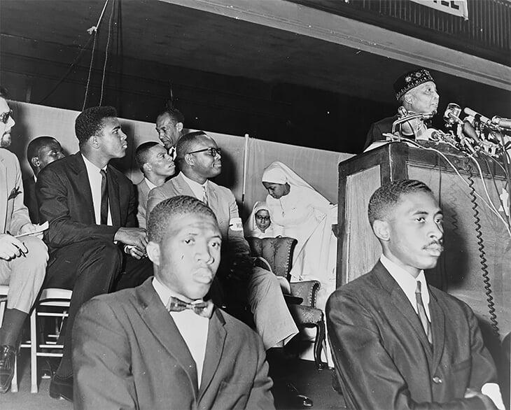 Мохаммед Али вступил в «Нацию ислама», натерпевшись из-за расизма. И отказался от первого имени, полученного от рабовладельца