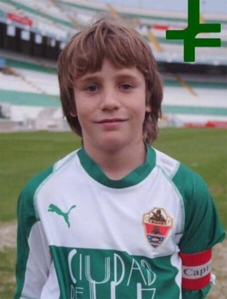 У Сауля тату с двумя эмблемами в одной – «Атлетико» и «Эльче». За «Эльче» играли его отец и братья