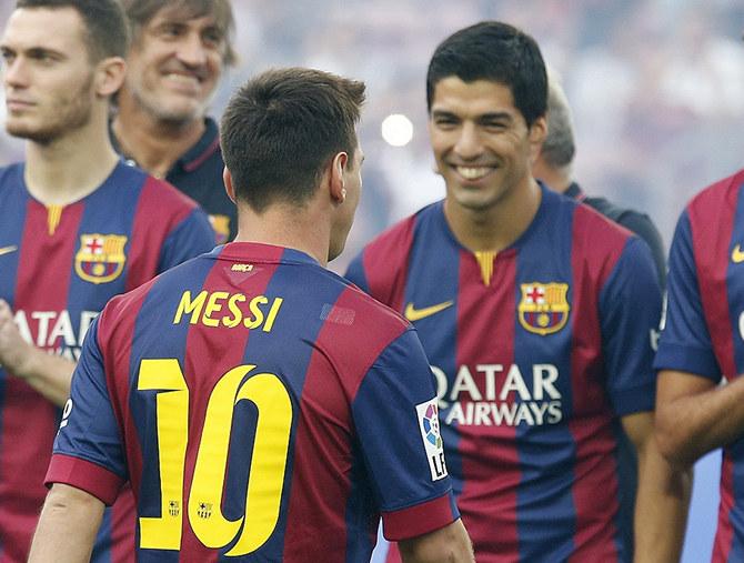 Суарес Барселона должна срочно продлить Месси
