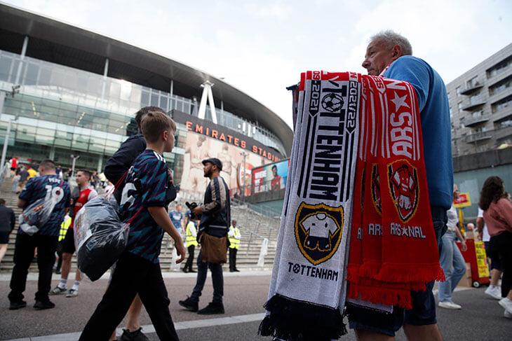 Дерби «Арсенала» и «Тоттенхэма» вышло огненным, хотя не ждали ничего особенного. Таким шумным «Эмирейтс» правда еще не был