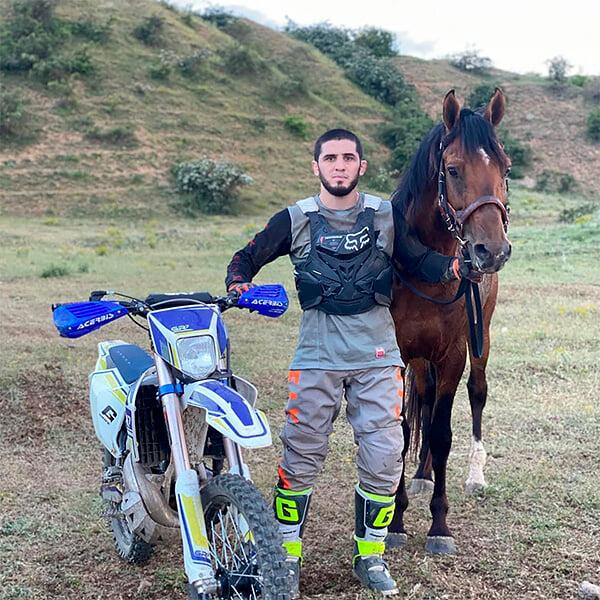 Интервью Ислама Махачева, которого называют улучшенным Хабибом: Абдулманап, драки в Дагестане, мечта о скаковой лошади