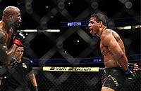 Коста и Ромеро улыбались весь бой, хотя и уничтожали друг друга: разбитые лица и два нокдауна за 10 секунд