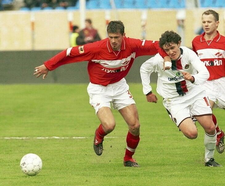 В Румынии президентом клуба стал действующий игрок. Он три года провел в московском «Спартаке», а в 2011-м его вместе с Муту выгнали из сборной