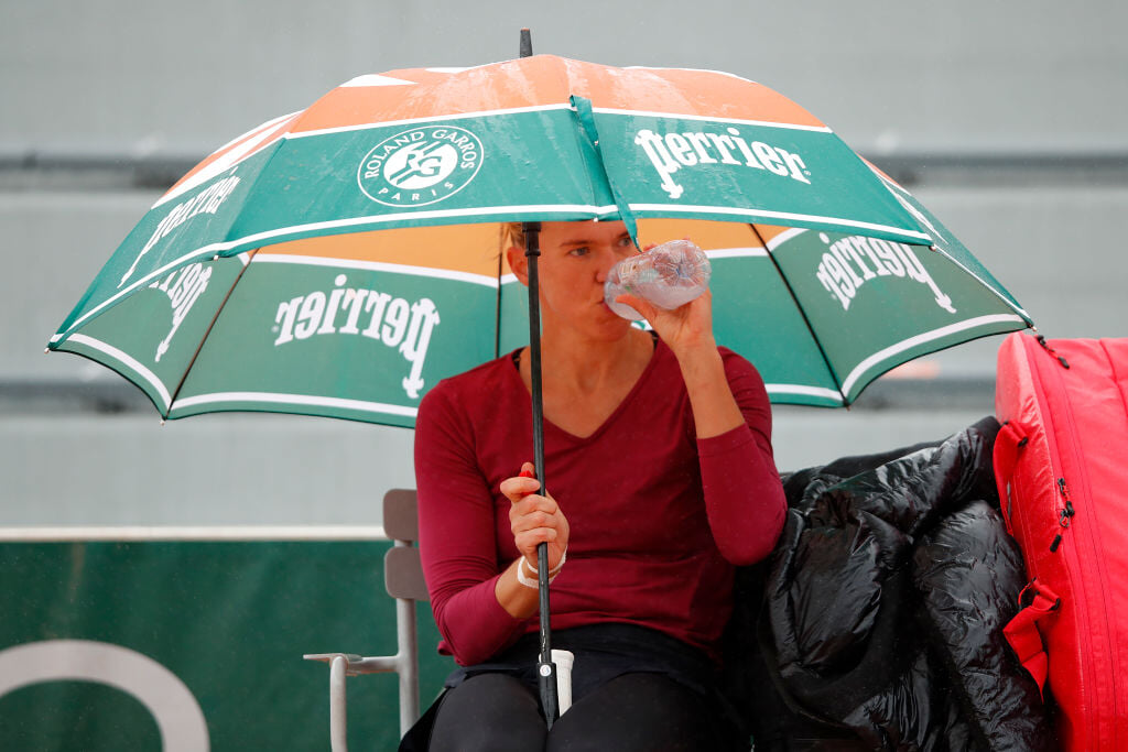 Зима близко на «Ролан Гаррос»: игроки в трех слоях одежды, на неделе обещают наводнения