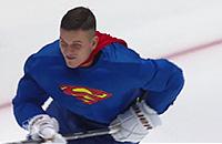В КХЛ появился свой супермен. Он даже летает