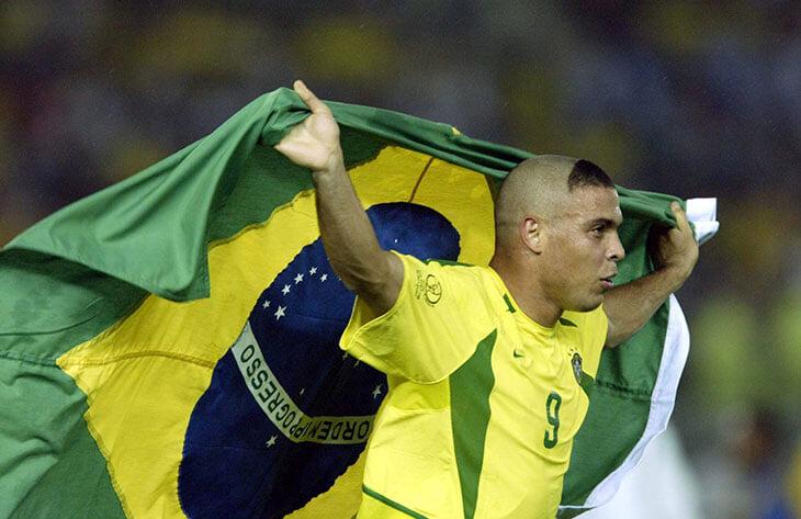 Роналдо выстригли худшую прическу в истории футбола перед ЧМ-2002. Но тогда c бедой на голове играли многие