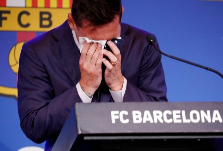 Это фото будут вспоминать веками: Лео плачет, объявляя об уходе из «Барсы»