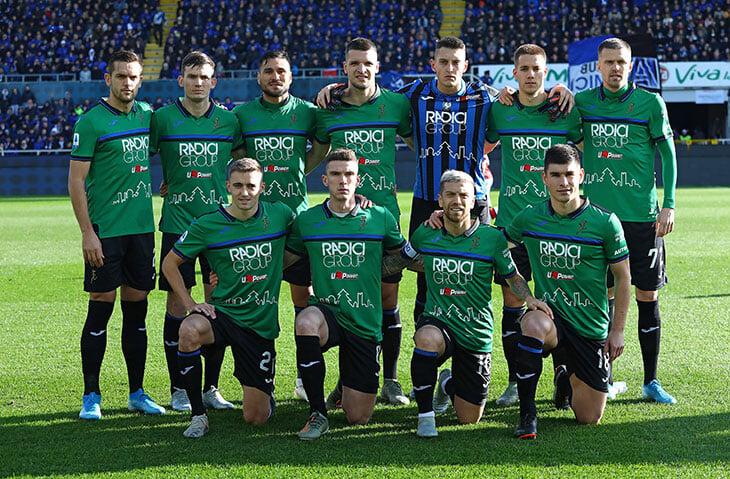 В 2022-м в Серии А уберут зеленые формы – они сливаются с газоном. «Лацио» играл в зеленом в гостях, а у «Сассуоло» это основной цвет