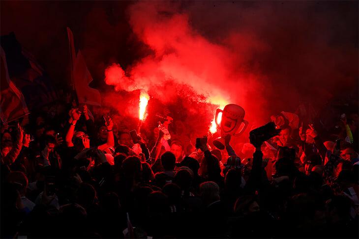 Безумие в Глазго: фанаты «Рейнджерс» забили на ковидные ограничения и бурно отпраздновали чемпионство (28 арестов)