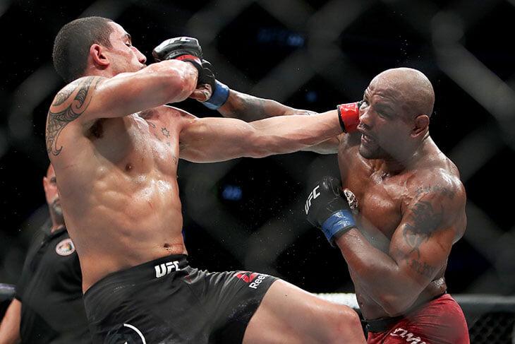 Экс-чемпион UFC приостановил карьеру из-за депрессии: тренировался 28 раз в неделю, не видел семью и пропускал даже похороны