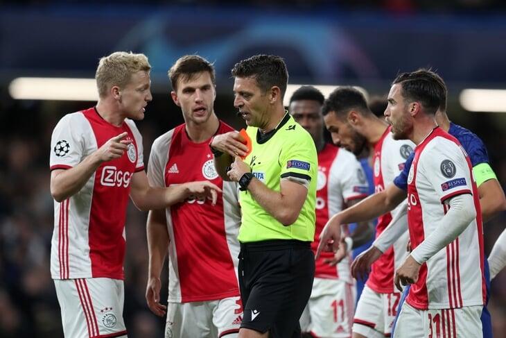 УЕФА признал ошибку ВАР в ядерном матче «Челси» – «Аякс»: одну красную надо было отменить