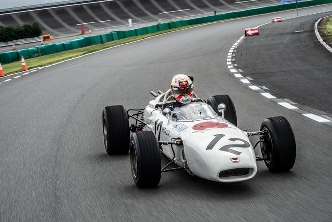 Леклер оштрафован ипотерял шестое место вгонке Гран-при Японии