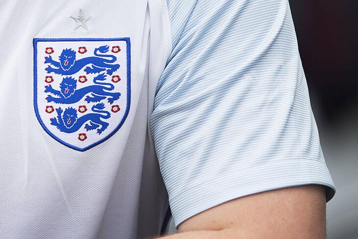 Три льва – символ сборной Англии. Герб сложился при Ричарде Львиное Сердце и восходит к Вильгельму Завоевателю
