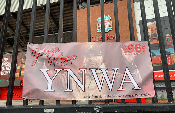 Ван Дейк и Милнер превратились в фанатов, болельщики завесили дорогу на «Энфилд» баннерами, а Клопп опять сказал про нефарт – «Ливерпуль» проиграл еще и дерби