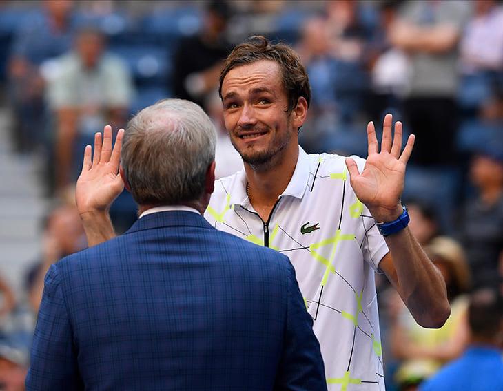 Медведев неубиваем! На одной ноге вышел в полуфинал US Open