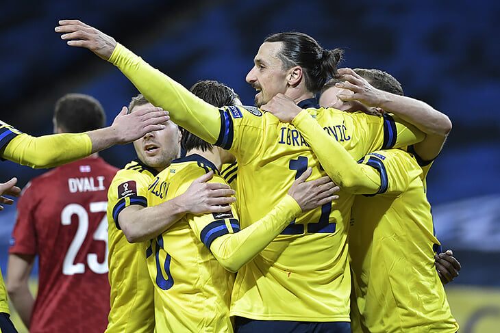 Златан вернулся и выдал победную голевую, Испания не справилась с Грецией, Хиддинк дебютировал в Кюрасао с 5:0