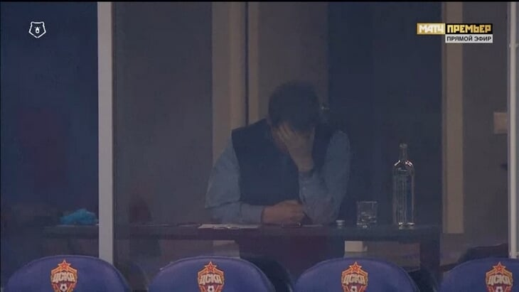 Гончаренко забавно рулил ЦСКА по телефону: звонил и писал на скамейку, ронял его на нервах