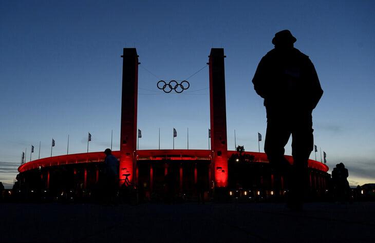 Израильский клуб впервые сыграл на «Олимпияштадионе». Его построили нацисты, а теперь там оскорбляли фанатов «Маккаби»