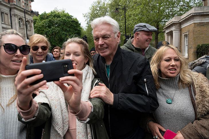 Главный ковид-диссидент Британии – бывший вратарь и спортивный журналист BBC. Он пишет о рептилоидах и отрицает Холокост