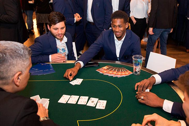 В какой покер играют в казино как играть в карты в распиздяя