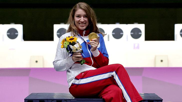 Сколько российские спортсмены заработали на Олимпиаде в Токио: считаем пожизненные пенсии, субсидии на квартиру и бонусы от регионов