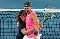 Надаль сыграл в теннис с пожарной, которая тушила огонь в Австралии