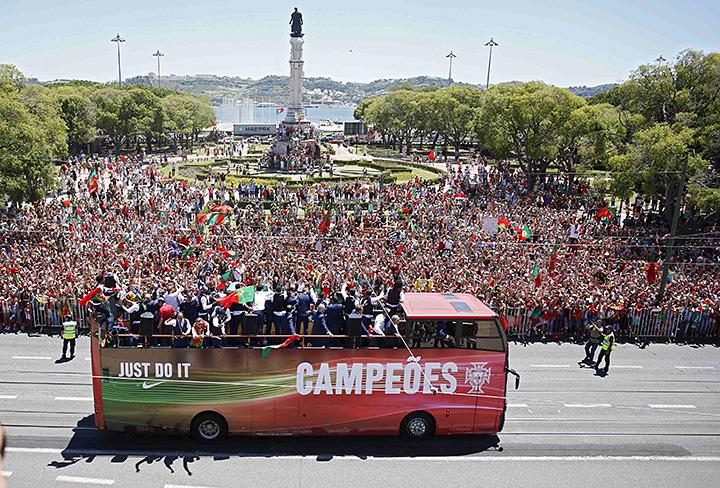 Чемпионский автобус Португалии