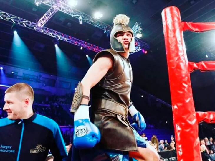 Украинец Беринчик лучше всех в мире выходит в ринг. Каждый раз новый образ – от Супер Марио до Супермена