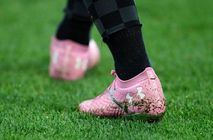 Есть версия, что «Ливерпуль» разгромили из-за высокой травы. Но претензий быть не может: длину проверяют прямо перед матчем